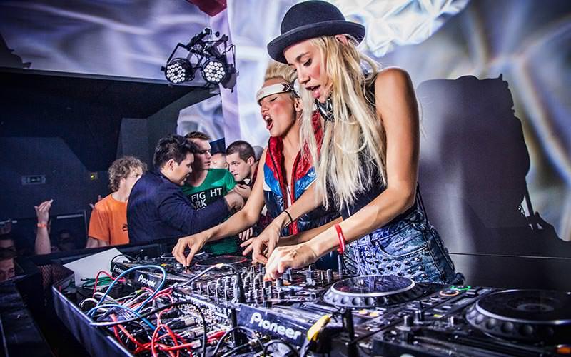 Two girls on the DJ decks in Mecca Club
