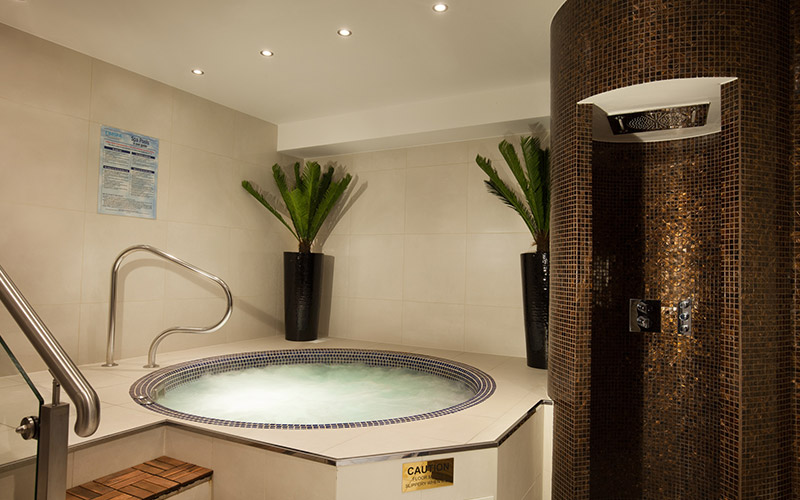 The luxurious Jacuzzi in Beauty and Melody spa