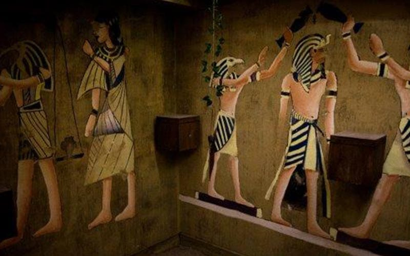 Some Egyptian drawings on the wall