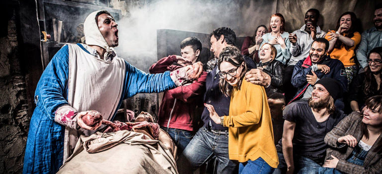 A group of people enjoying a show at Amsterdam Dungeon