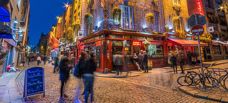 The Temple Bar illuminated at night