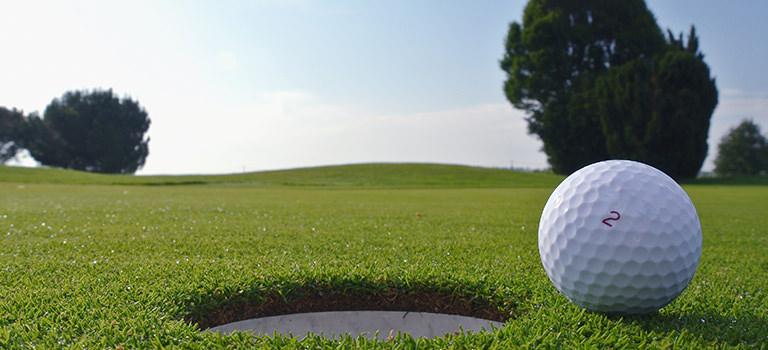 A close up of a golf ball