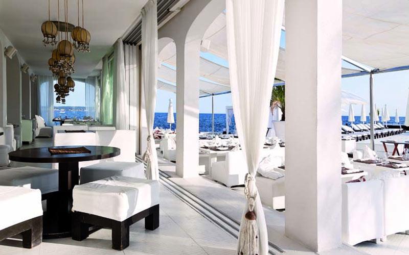 A plush restaurant in the Algarve