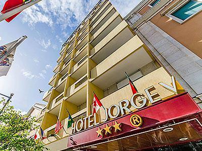 Exterior building of Jorge V Hotel