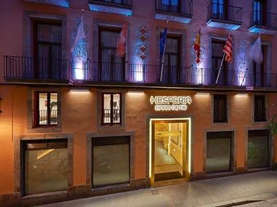 Exterior of Hotel Hesperia Barri Gotic at night