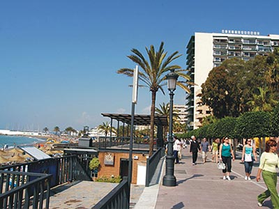 A strip by the beach in Marbella, with apartment buildings in the back