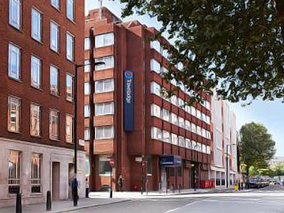 The exterior of Travelodge London Central Marylebone