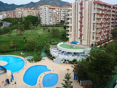 Exterior and outdoor pools of Apartmentos Minerva Jupiter