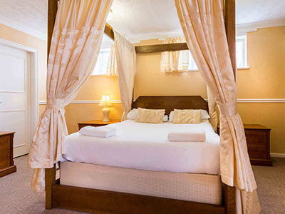A room in Elmbank Hotel with a four poster bed