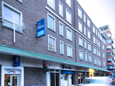 An outside of a travelodge