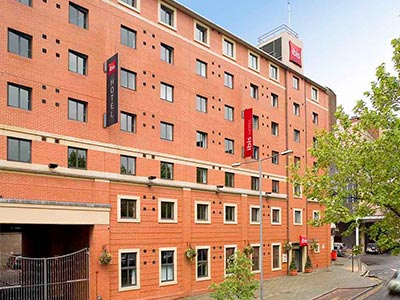 Exterior of Ibis Hotel Sheffield City Centre