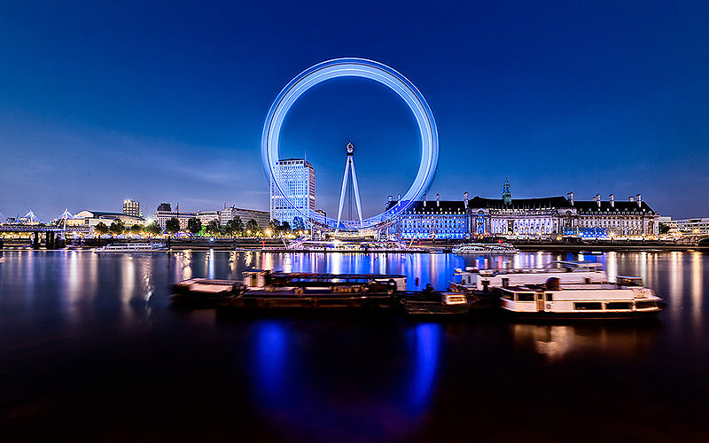Milennium eye wheel at night with boats
