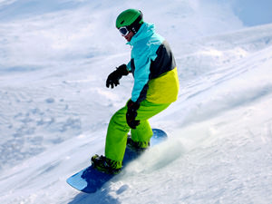Snowboarding & Skiing