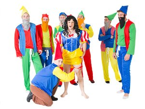 A man dressed as Snow White with seven gnomes