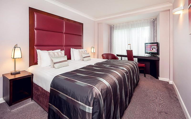 Mercure London Kensington Hotel Dining Area