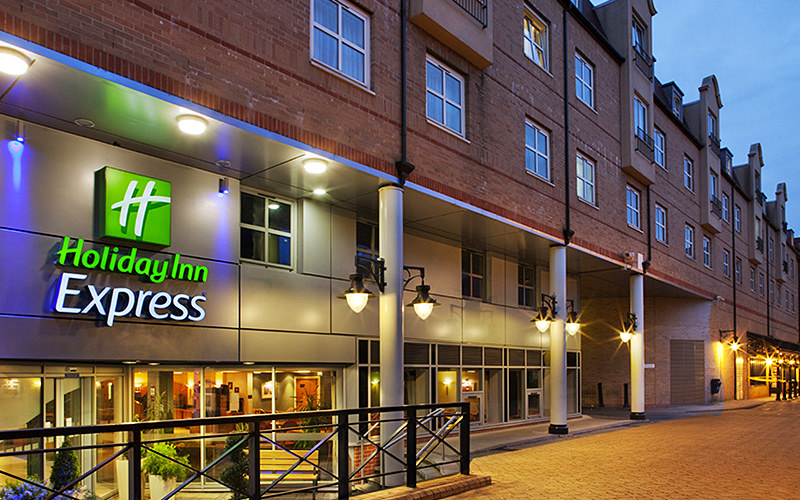 Exterior at Holiday Inn Express - Hammersmith