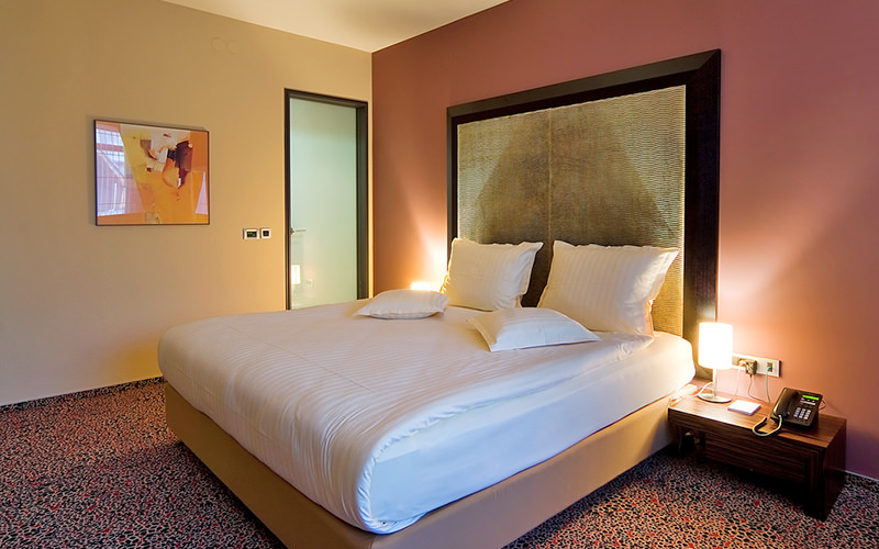 A double bedroom with dusky pink walls