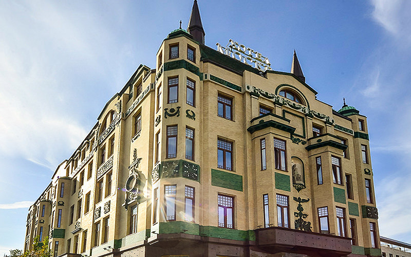 The exterior of Hotel Moskva under a bright blue sky