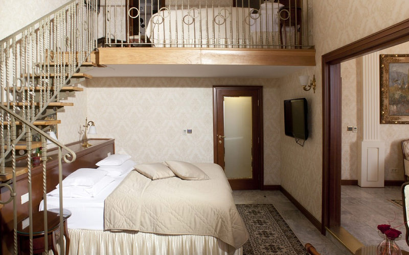A double bedroom within Hotel Moskva