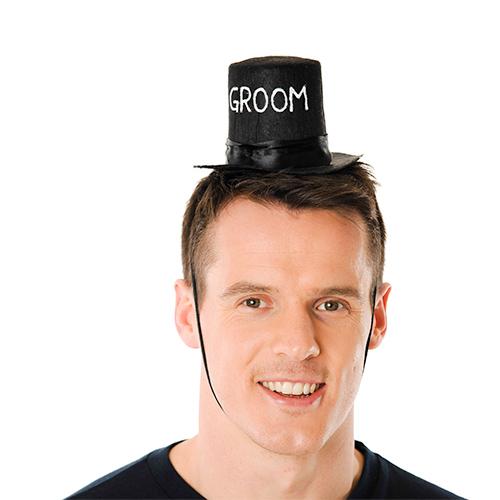 A mini groom top hat.