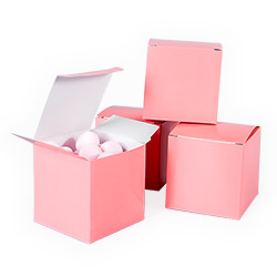 Light pink treat boxes.