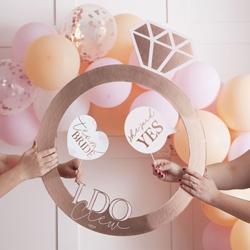 The photo booth ring seen with balloons.