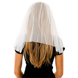 Model Back View Of The White Veil With Headband
