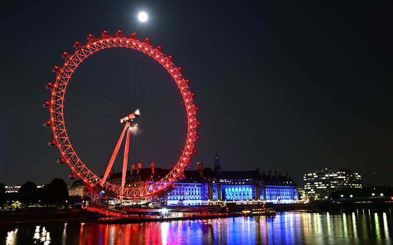 The London Eye lit up red at night